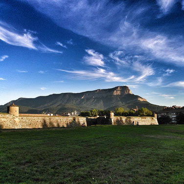 La Ciudadela de Jaca y Peña Oroel. Foto gracias a Joaquin Ventura