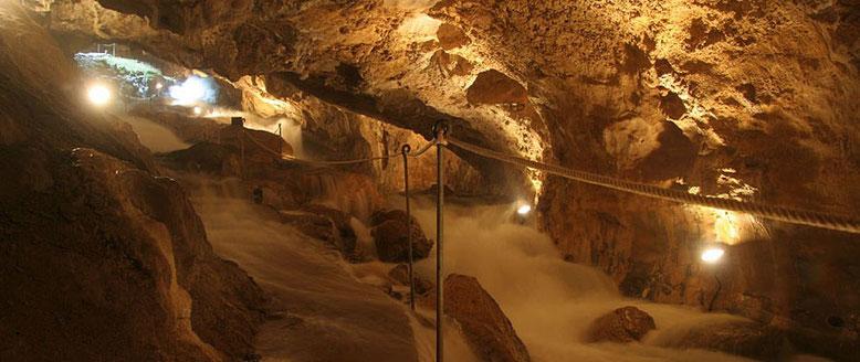 Cuevas de las Güixas, en Villanúa