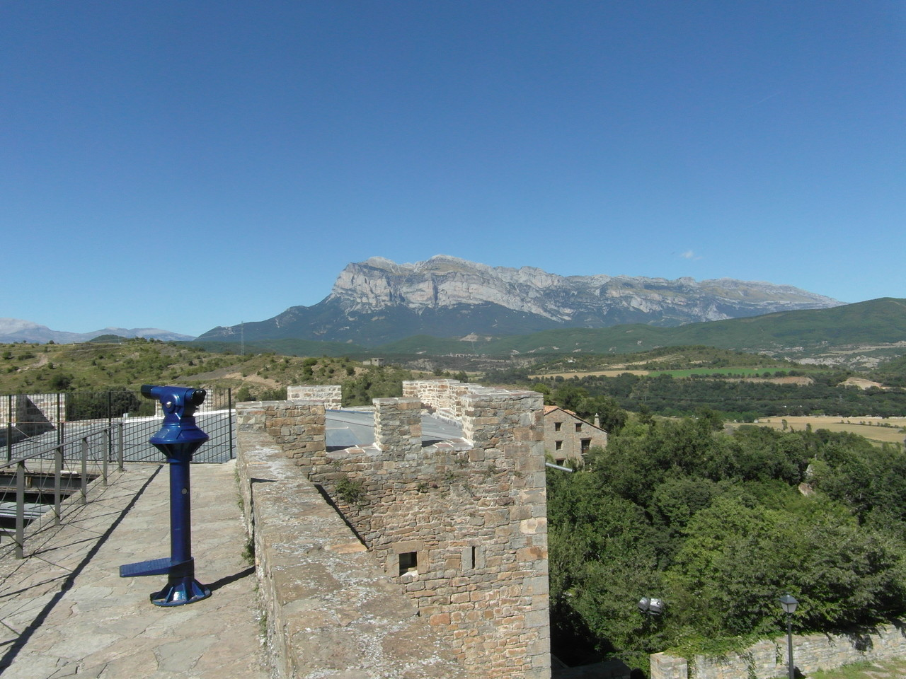 Al fondo Peña Montañesa.