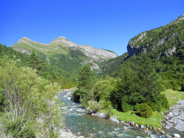 Valle de Bujaruelo. Río Ara