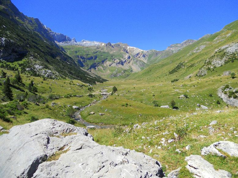 Vista general del valle de Otal