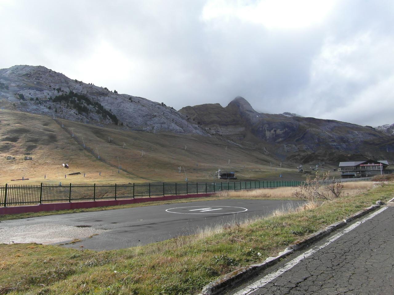 Vista parking estación esquí Candanchú