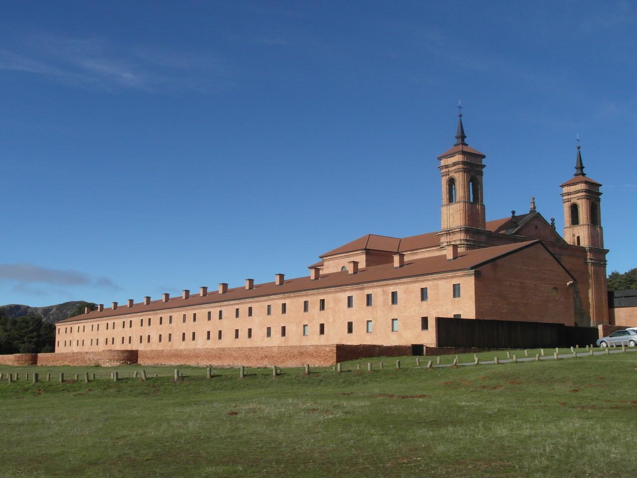 Vista del monasterio nuevo desde la pradera