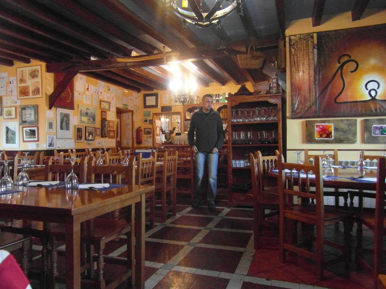 Comedor restaurante parador de Oroel.