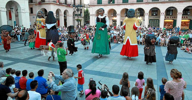 Gigantes y cabezudos Foto gracias a heraldo.es