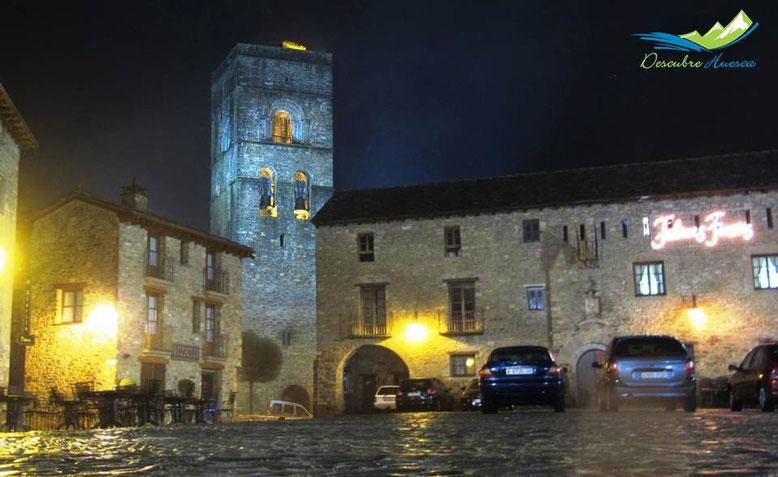 aza Mayor y torre de la Iglesia, Aínsa.