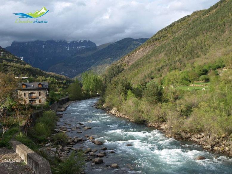 El Río Ara a su paso por Broto