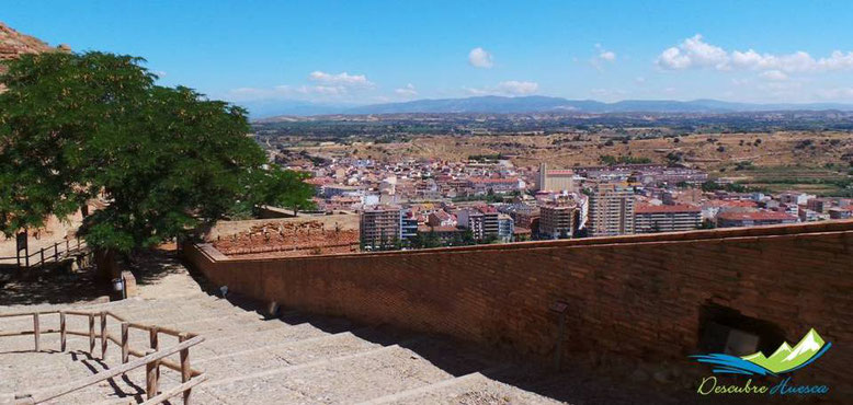 Escaleras acceso al castillo
