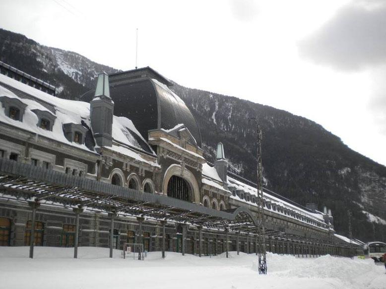 Estación de canfranc después de una nevada