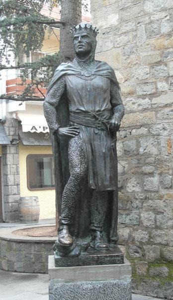 Estatua de Ramiro I, en Jaca.